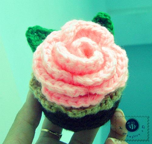 crochet rosy cupcake pattern